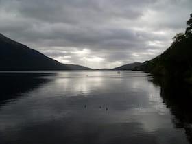 Loch Lomond vanaf Tarbet Pier - foto: Stephen Sweeney @ Wikimedia Commons, CC by-sa